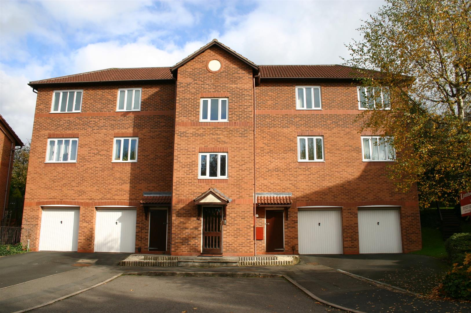 2 Bedrooms Flat for sale in Lydham Close, Redditch